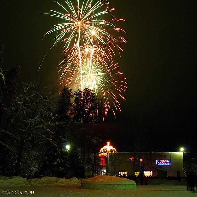 Новогодний салют на Городомле.