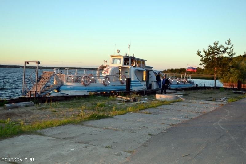 катер на Северной пристане