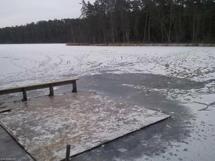 Первый лёд на внутреннем озере Городомли. 23 ноября 2011г.