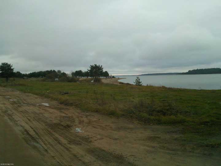 Берег у деревни Пачково