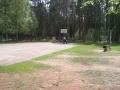 Городомля. Занятия спортивной секции для детей на баскетбольной площадке.