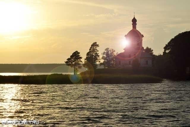 Остров Столбный со стороны озера
