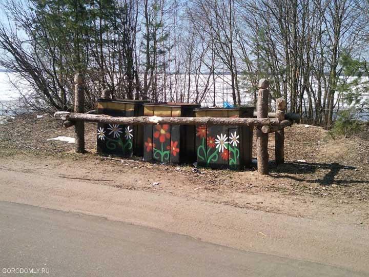Гламурные мусорные контейнеры на Кличене.